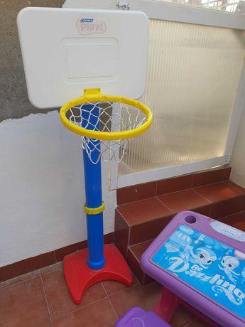 Cesta basquete criança e mesa para brincar