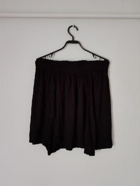 Czarna spódniczka materiałowa