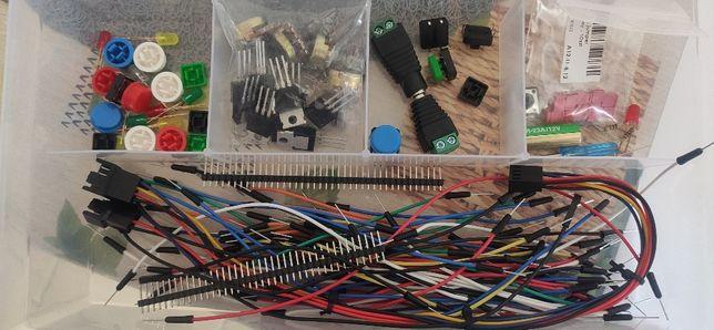 Zestaw elementów elektronicznych - diody i inne.
