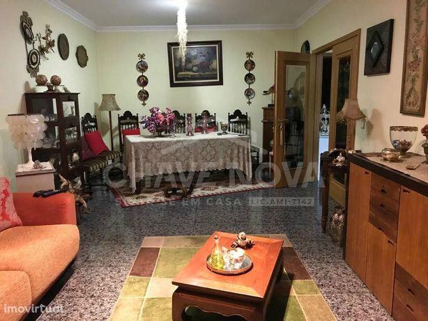 Apartamento T2 em Valadares ( penedo)