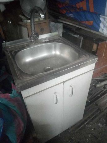 Мойка для кухни со сместителем