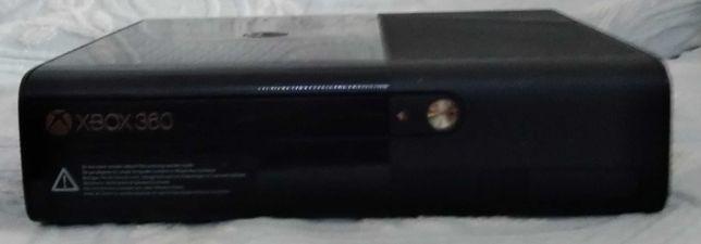 Xbox360(como nova) 4comandos+14 jogos