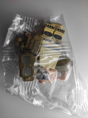 Nowa figurka - komandos w kazmizelce taktycznej typu klocki