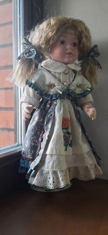 Кукла фарфоровая на подставке