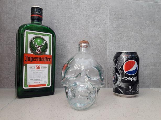 Бутылка стеклянная в виде черепа.