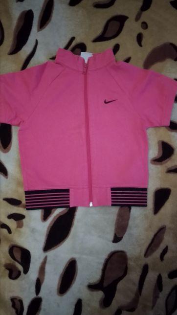 Детская кофта безрукавка для девочки. Фирма Nike.