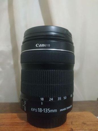 Об'єктив Canon EF-S 18-135mm f/3.5-5.6 Is