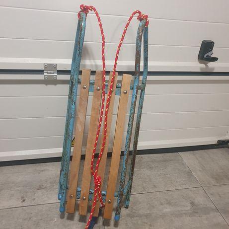 Sanki metalowe siedzenie drewniane
