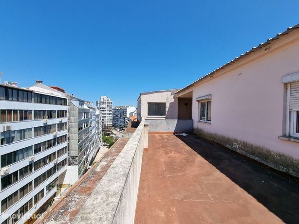 T4 com 2 Terraços e Vista Rio – junto a Praça Gil Vicente - Almada