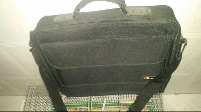 Mala portátil 42X32cm medidas interiores usada faço entrega domicílio