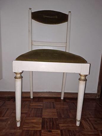 2 cadeiras lacadas branco com pormenores dourados