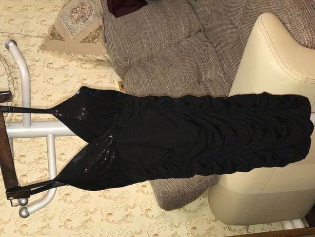 Чёрное платье очень стильное