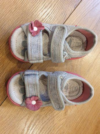 Kapcio-sandały 20