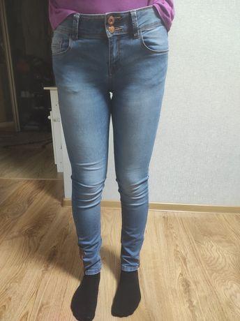Продам Жіночі джинси