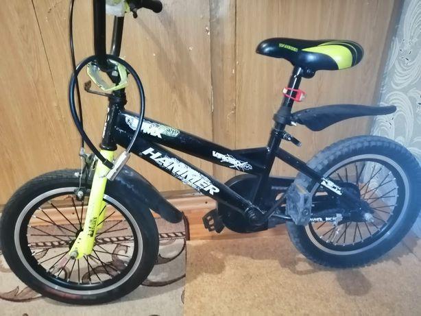 Продам детский велосипед и санки.