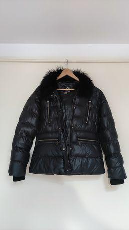 Czarna kurtka bez kaptura