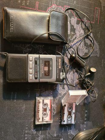 Dyktafon na mikro kasety Aiwa z zewnętrznym mikrofonem