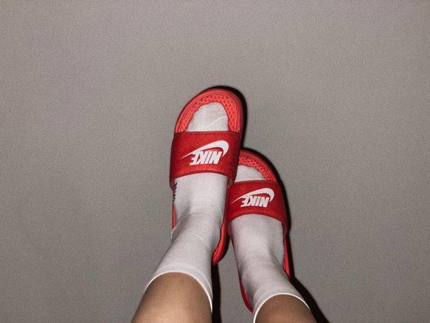 Оригінальні тапочки Nike
