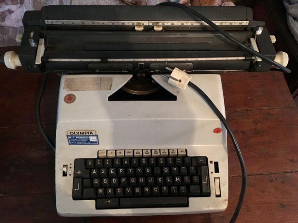 Máquina de escrever Olympia Werke AG. Wilhelmshaven