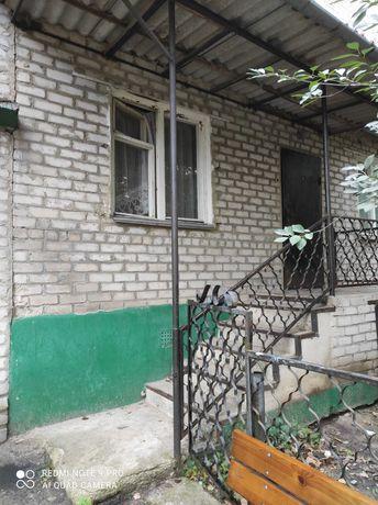 Продам 3-хкомнатню квартиру на микрорайоне с большой пристройкой