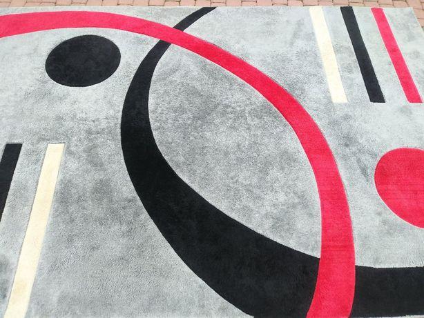 Duży dywan czerwono - szaro - czarny / w bardzo dobrym stanie
