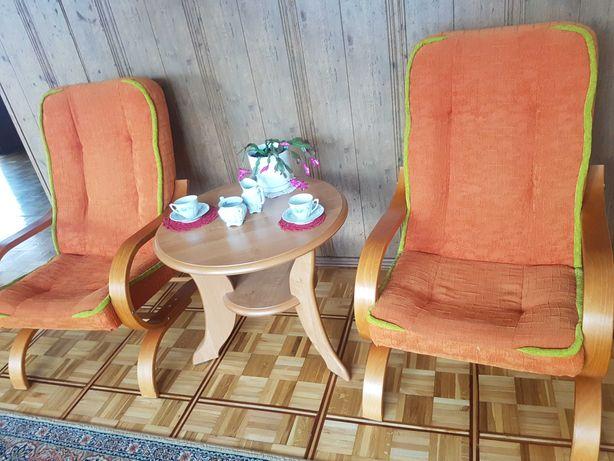 stolik kawowy i 2 fotele