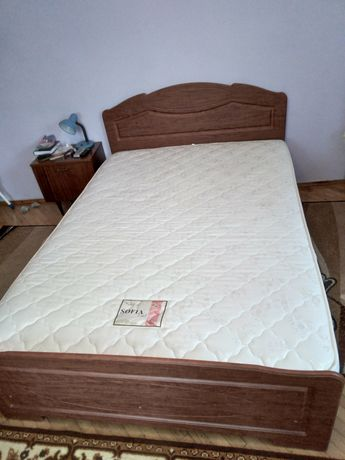 Двохспальне  ліжко з матрасом, металевими каркасом та ламелями