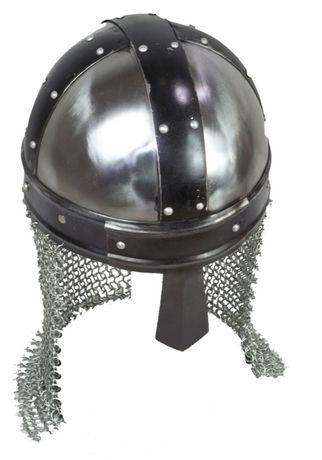 Replika hełmu normandzkiego ze stalową kolczugą