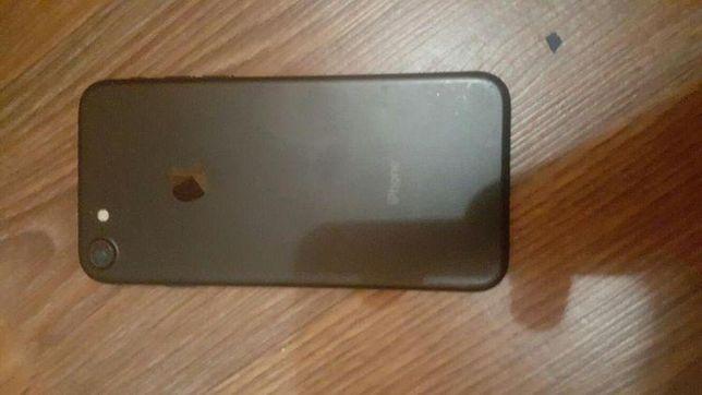 iPhone 7.  32 GB