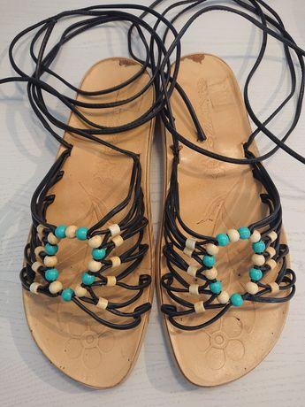 Sandały wiązane na rzemyki