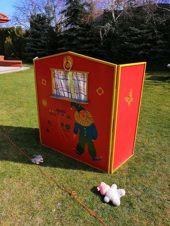 Teatrzyk drewniany dla dzieci.