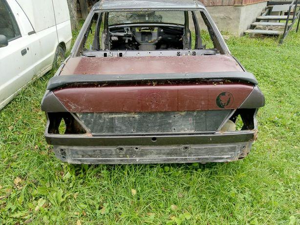 Задній багажник з спойлером w124