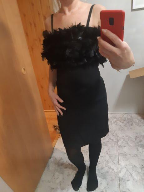 Sukienka z piórami