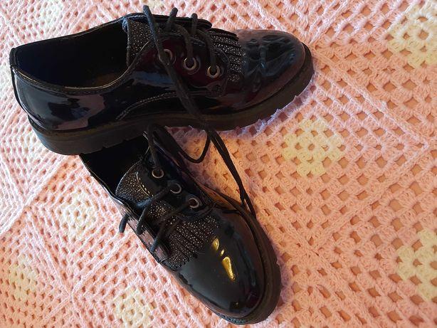 Sapatos menina 32