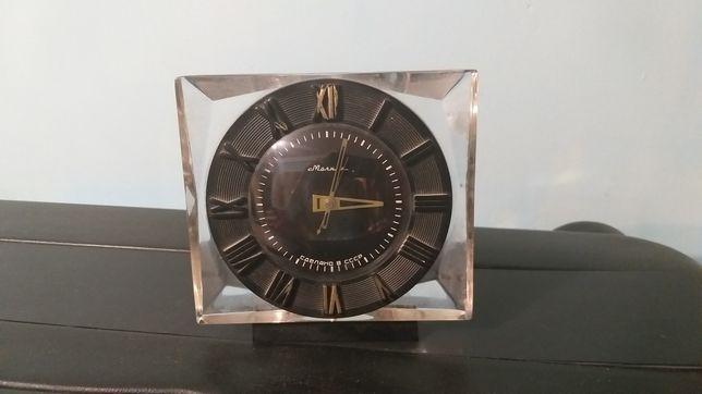 Продаю настольные часы Молния