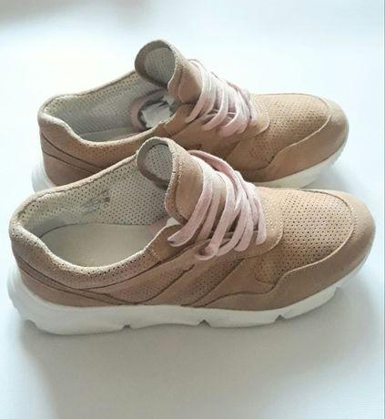 Женские замшевые кроссовки бежевые на шнуровке 39-40 размер
