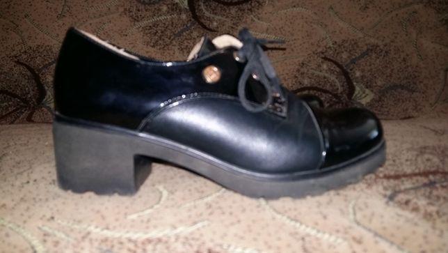 Взуття для дівчинки туфлі туфли