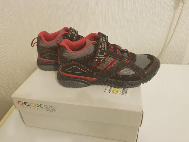 Нові черевики GEOX 33 розмір для хлопчика