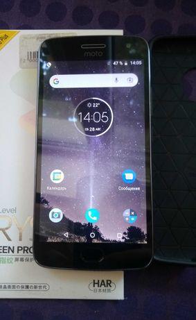 Смартфон Moto G5 plus с чехлом и защитным стеклом