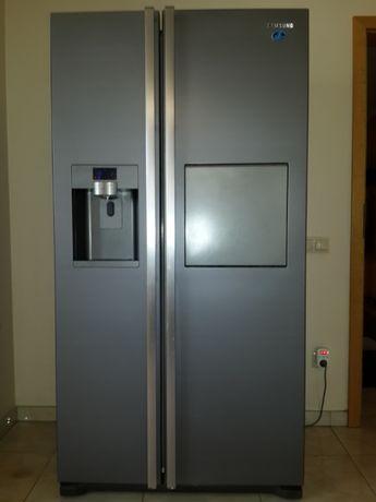 Двухдверный холодильник Side by Side.Двухкамерный холодильник Samsung