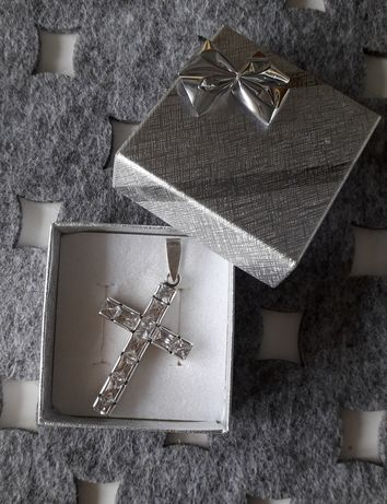 Srebrny krzyżyk z cyrkoniami