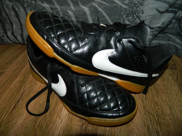 Футзалки Nike Tiempo (оригинал) фирменные размер-38 стелька- 24см