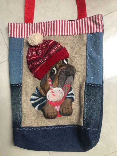 Torba ręcznie szyta i malowana z motywem psa.