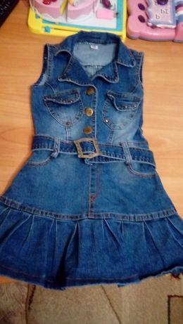 Продам джинсовое платье девочку 4-5лет в очень хорошем состояние