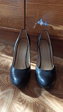Кожаные туфли 39 размер