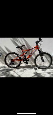 Bicicleta Boomerang Attack com Travões Shimano