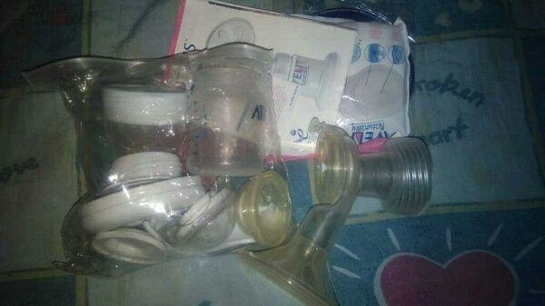 Молокоотсос механический Авент, бутылочки,стаканчики мерные,вкладыши.