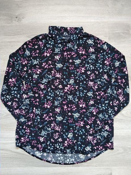 Granatowa bluzka w niebiesko- różowe kwiaty House M