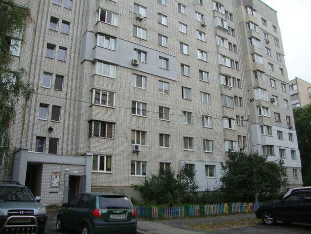 Захаровская, 3а. Продам 4-х комнатную на Куреневке.