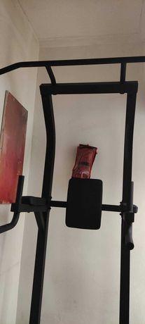 Cadeira Romana usada poucas vezes está como nova